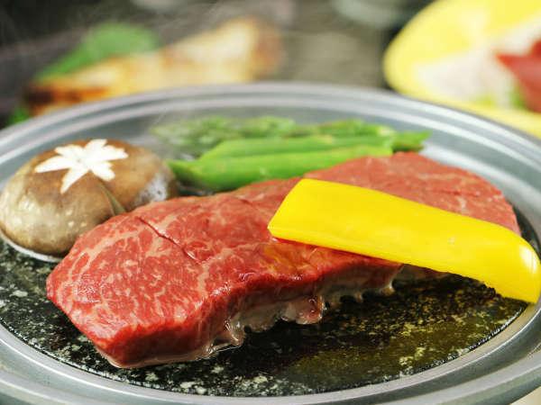 【岩手牛A4ランクのステーキ】はモモ肉を使用しているのでさっぱり食べられます♪