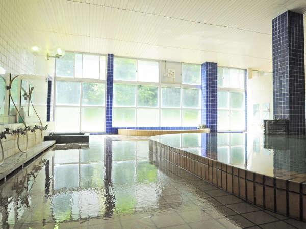 【温泉】源泉かけ流しの温泉。疲労回復などに効果的です。