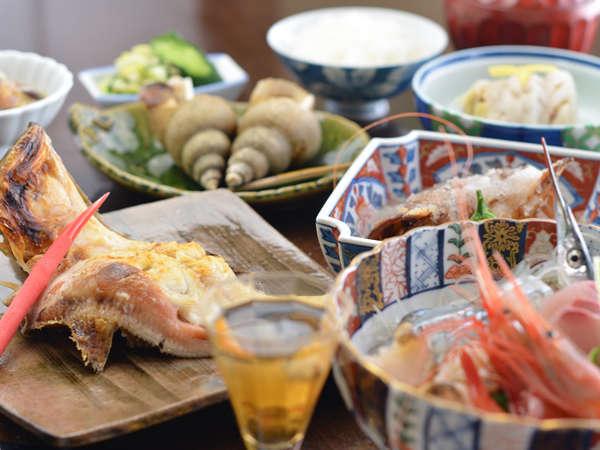 *夕食一例:越前港で揚がった海の幸をご賞味ください。