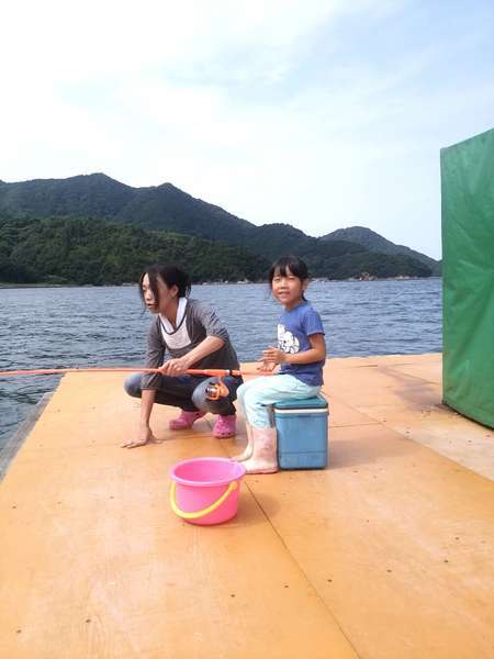 夏休みは子供に人気な魚釣り
