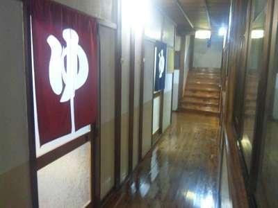 飴色の廊下を通り、源泉100%の「あつみの湯」をご堪能下さいませ。