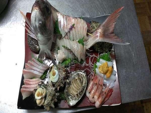 日本海魚介類プランでお刺身グレードアップ(一例:2名様盛)。鯛・平目・カンパチ・アワビなど!