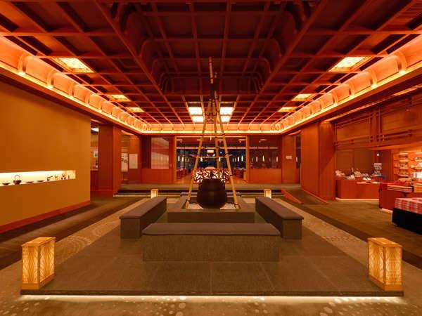 エントランス ※宮大工が手がけた格天井や巧みな細工が、木のぬくもりに包まれたゆるやかな時間を演出!