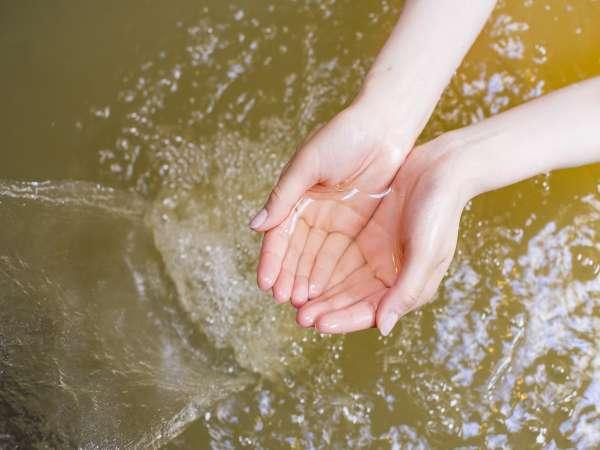 十勝の世界遺産のモール温泉。湯の花がひらひらと。