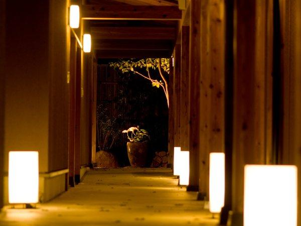 【1日2室限定】【お部屋グレードアップ!】本館料金のまま「離れの源泉かけ流し露天風呂付客室」利用〜