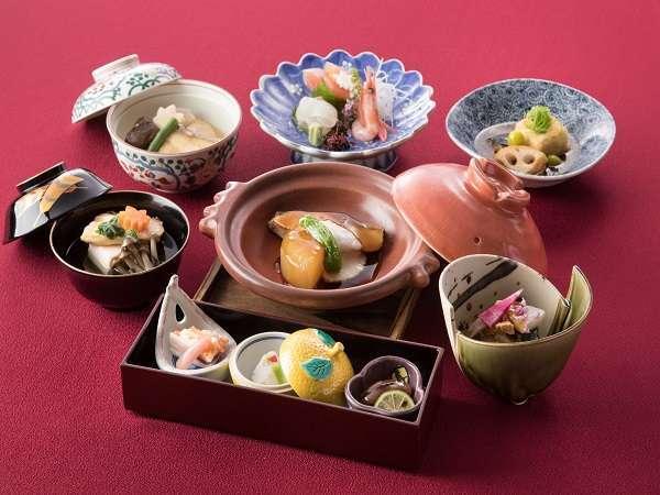 富山会席 県内の食材を中心に人気メニューをたっぷり盛り込んだ会席。県外からのお客様にも好評です