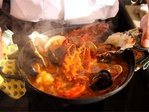 【11〜3月限定】濃厚美味な海鮮鍋は迫力のオマール海老入り! 洋風海鮮鍋ブイヤベースプラン