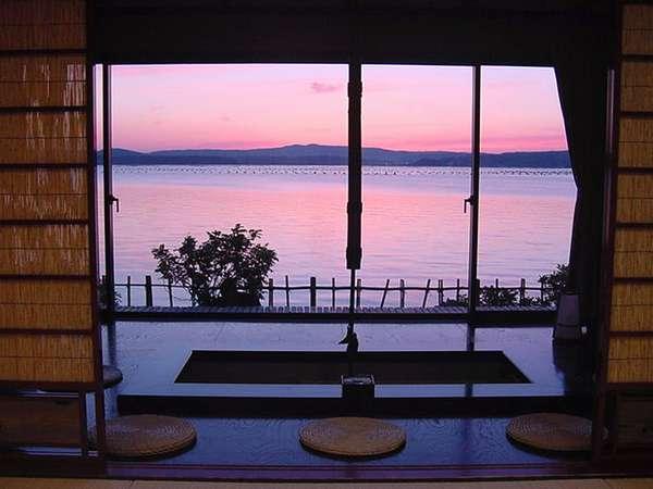限りなく海際に造られた大正ロマン貴賓室・利久客室一例 写真提供:じゃらんnet