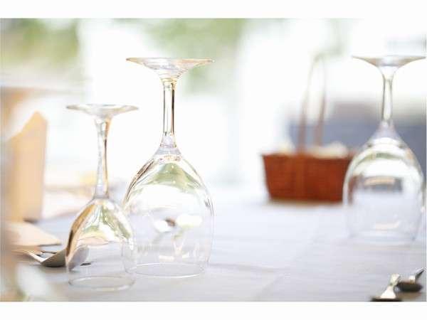 《レストラン》落ち着きのある雰囲気のレストランでゆっくりお食事をお楽しみください。
