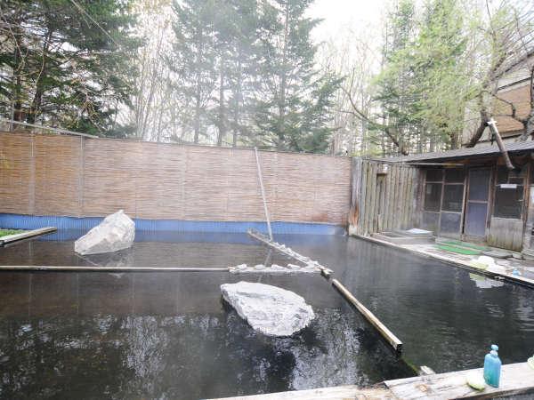 【露天風呂】熱め、適温、ぬるめと3種類ございます