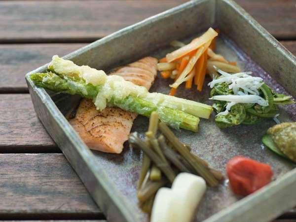 【朝食付 和朝食◆特典付】季節の山菜や地元で取れた八ヶ岳新鮮野菜など