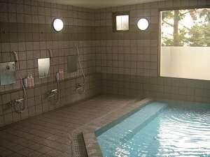 【男性浴場】☆活性石温泉☆疲れた体を芯から温めます。手足をのばして思う存分ご入浴をお楽しみ下さい♪
