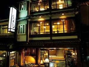 森津屋は「一の湯」のすぐそば。城崎温泉街のまんなかに位置します