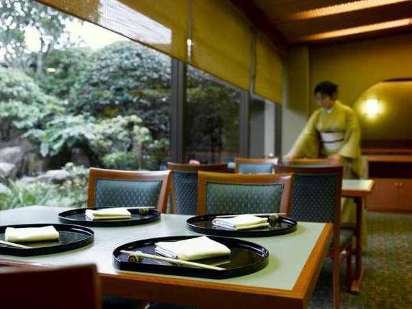 6F日本料理「歌留多」ホール席
