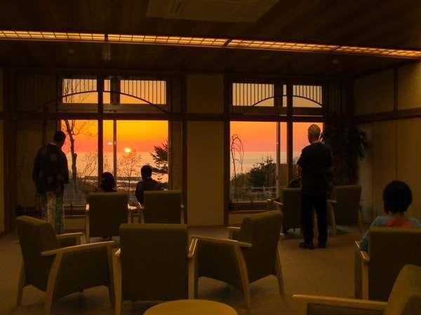 2019年4月新設オホーツクの景観や夕陽の眺めが人気のラウンジ茜からの夕陽(6月)