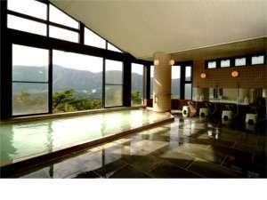 富士山の見える、温泉100%濁り湯の大浴場