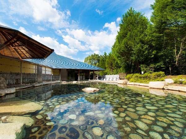 『源泉かけ流し大露天風呂』男女合わせて11の浴槽をご用意しております。【利用時間 6:00~22:00】