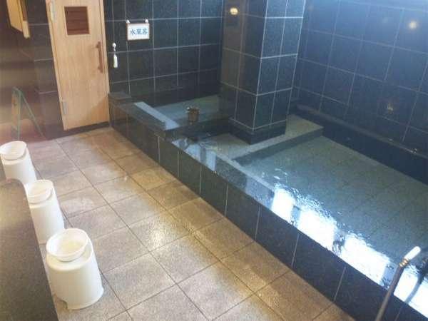 大浴場(男湯)光明石を使った人工温泉です。足を伸ばして一日の疲れを♪