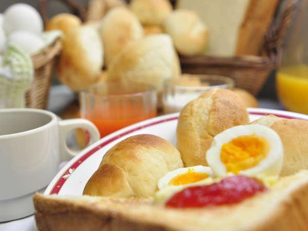 トーストや天然酵母のパン、ゆで卵などは無料です。
