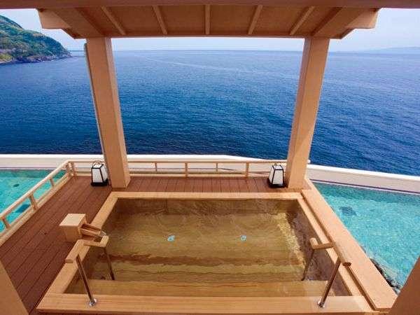 遮るもののない270度の視界!最上階「望洋露天風呂」