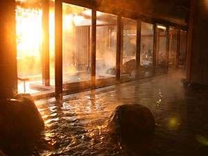 【くにうみの湯】 '08年12月OPENの「くにうみの湯」。自然岩や木をふんだんに使った居心地のよいお風呂。