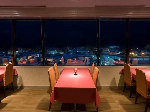 9階レストラン「SAKURA」で夜景とともに素敵なディナータイムを