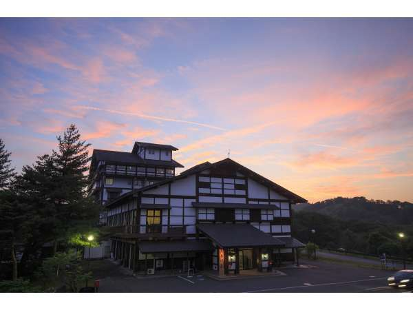 国民宿舎サンホテル衣川荘の外観