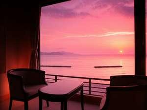 お部屋の大きな窓からは息をのむほど美しい夕日が…・展望風呂付別館