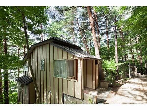 緑に囲まれた別荘一例