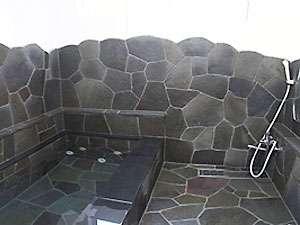 落ち着いた雰囲気の岩風呂