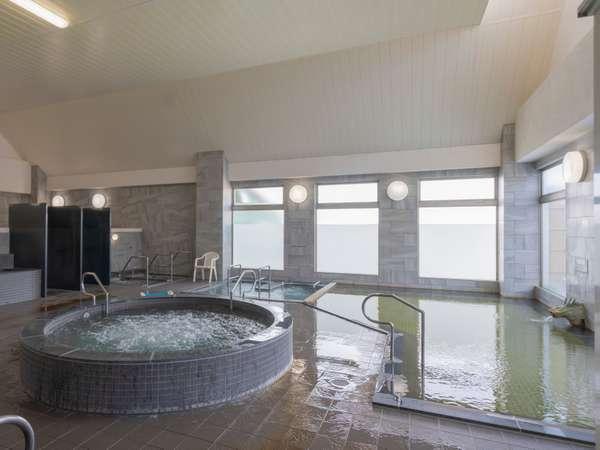 リニューアルした温泉は特に内湯の広さと清潔さが好評です