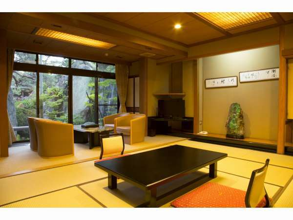 客室から日本庭園を望めます