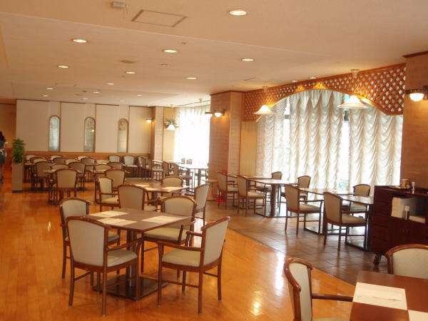 1階レストラン『サンパステル』