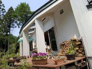 ゲストルームは3棟、独立した造りの新しいタイプのペンション