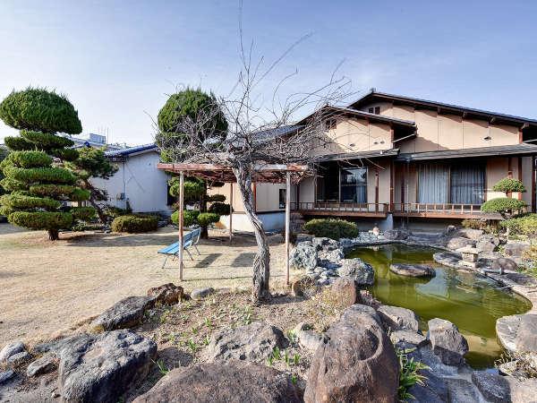 *[庭園]池、多彩な木々、四季折々の草花にホッと心和む当館自慢の和風庭園