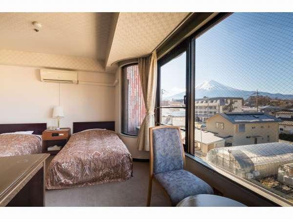 和洋室のお部屋は、富士山側か湖側どちらかの眺望になります。