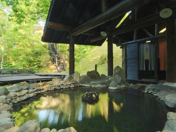 混浴露天風呂【仙郷の湯】 渓谷の流れを聞きながらのんびりとご入浴下さい