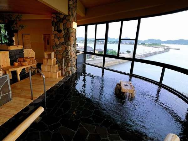 朝日の湯「海香」天草五橋やお隣の柳漁港が見渡せる。