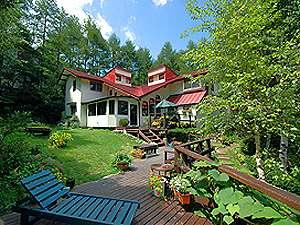 姫木平 自然体験のできるペンション赤い屋根の外観