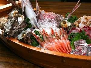うらしま自慢の「舟盛」♪旬の一番おいしい魚介類をぎゅっと詰め込んでいます!