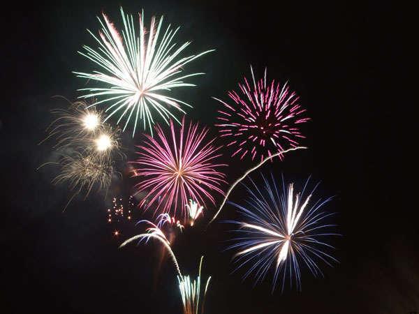 【イベント】雲仙灯りの花ぼうろ。「花火の宴」と題した、温泉街を彩る冬の花火。