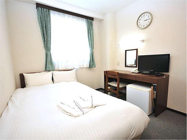 【セミダブルルーム】照明・空調の新設・カーテンの交換により明るくすごしやすい室内になりました