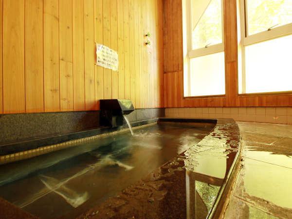 【お風呂】壁面が檜になっているので檜の香りも楽しめます