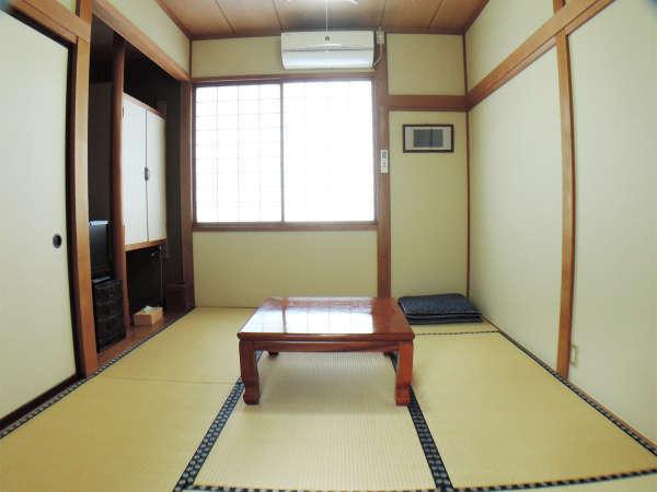 *客室一例/シンプルで落ち着く、6畳の和室。テレビ、冷暖房完備。