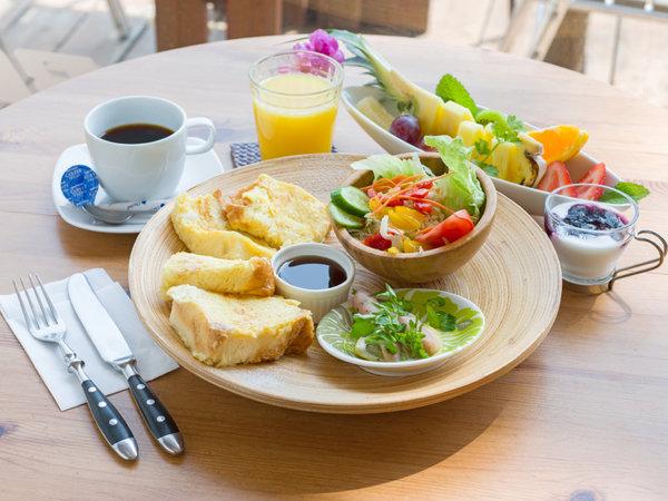 ・・・太平洋一望のカフェで朝食・・・大人の休日彩るデザインホテルでの1日(朝食付)