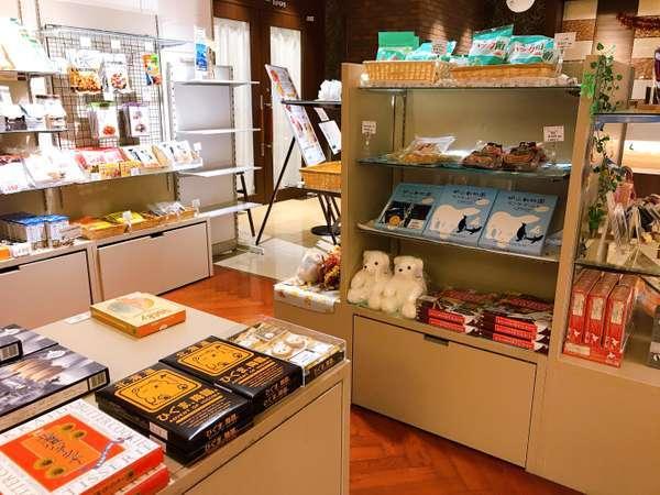売店コーナーでは北海道土産の定番から旭川銘菓まで数々の商品をご用意しております。
