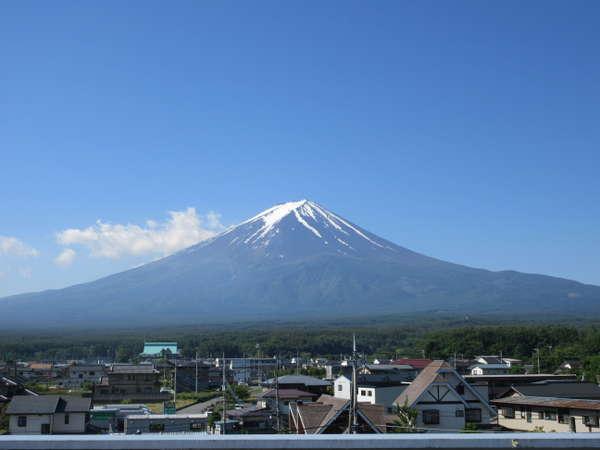屋上から富士山が一望できます。