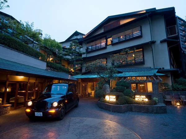 <御所坊外観>昭和初期の木造3階建ての建物を改築した情緒ある建物。