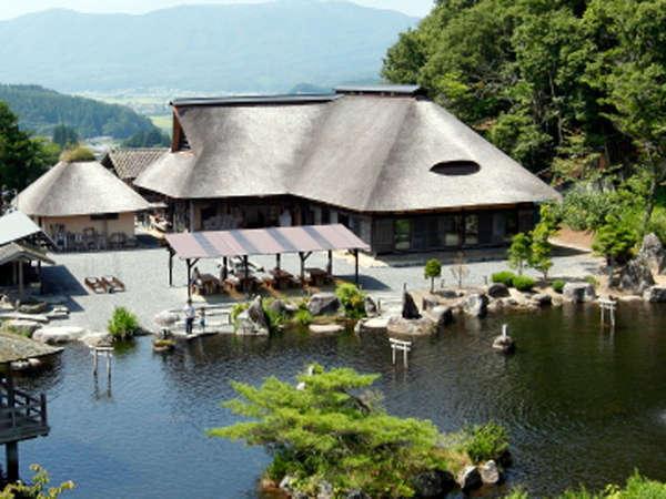 *【客室/曲り家】かやぶき屋根の南部曲り家は、美しい日本の原風景そのものです。(11月~3月まで休業)