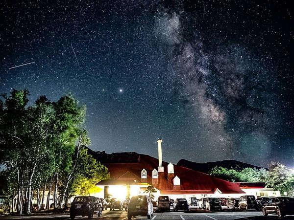 星空の降り注ぐ夜。標高約550mの八幡平温泉郷は天然のプラネタリウムです。